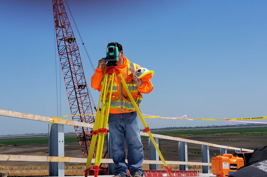Site surveyor on job site photo | Mutual Insurance